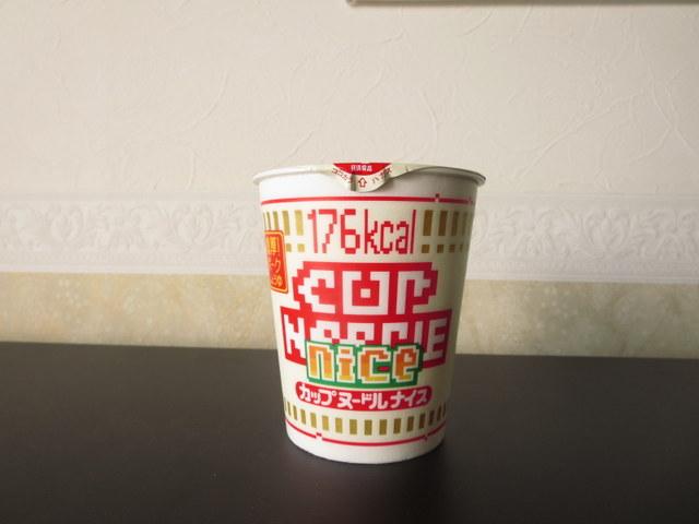 糖質オフのカップ麺カップヌードルナイス