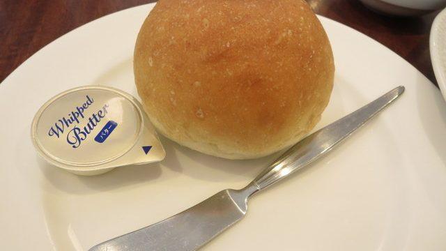ロイヤルホストの低糖質パン 大きい