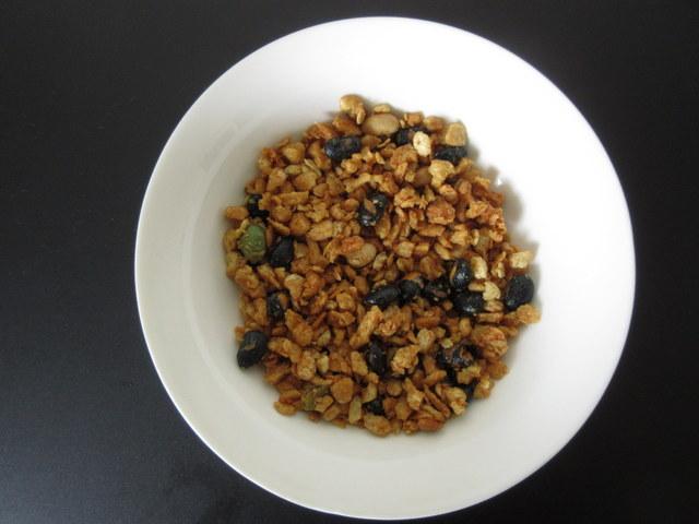 日清ごろっとグラノーラ 3種のまるごと大豆 糖質60%オフ 開封して50g出したところ