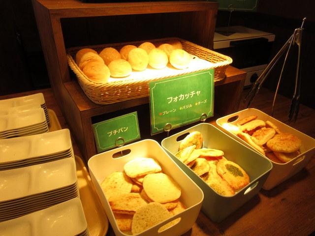 ステーキガストの健康サラダバー パン類