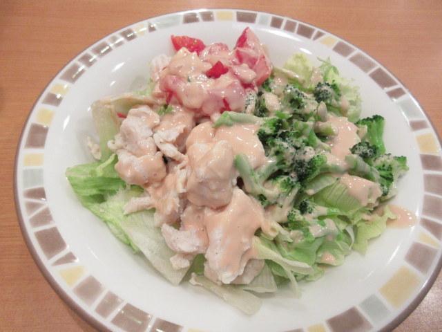 サイゼリヤ チキンとブロッコリーのサラダ