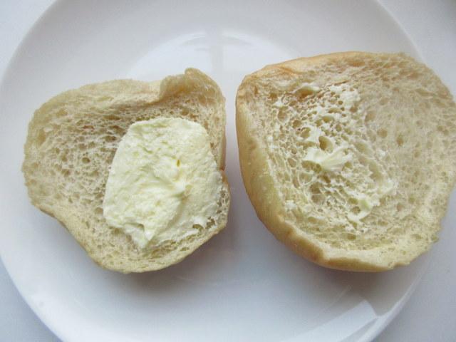 ローソン 低糖質パン 大麦ぱん(バター入りマーガリンサンド) マーガリンたっぷり